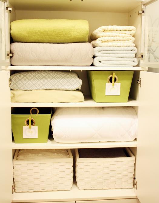 Linen closet (4)